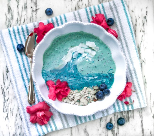 blueberry matcha smoothie bowl