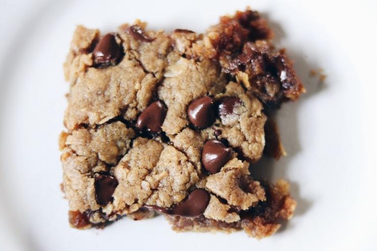 Gooey soft chocolate chip peanut butter blondie bars