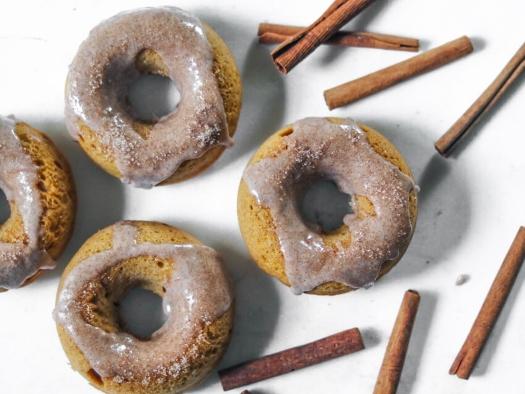 Pumpkin pie spice baked donuts cinnamon