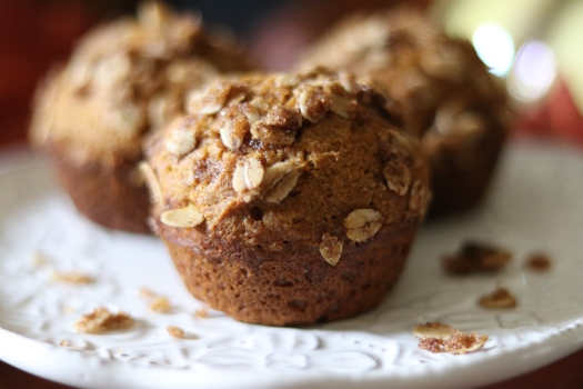 Healthy maple pumpkin spice muffins with crunchy Oat Topping