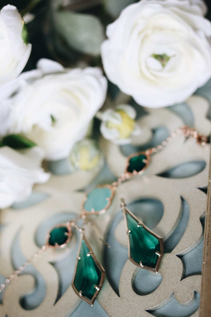 Kendra scott Olivia drop earrings emerald glass